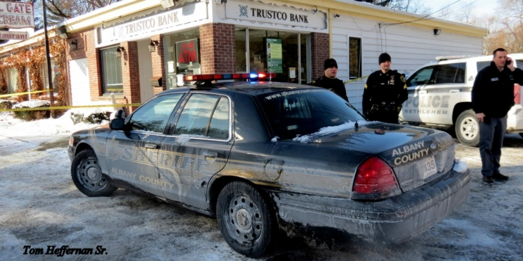 Albany County Sheriff deputies arrived at the Slingerlands Trustco Bank location in response to an early afternoon robbery on Saturday, Jan. 6. The suspect remains at large. (Photo by Thomas Heffernan, Sr.)